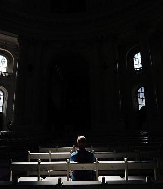 Resultado de imagem para sozinho igreja