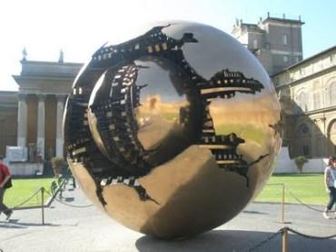 esfera no Vaticano